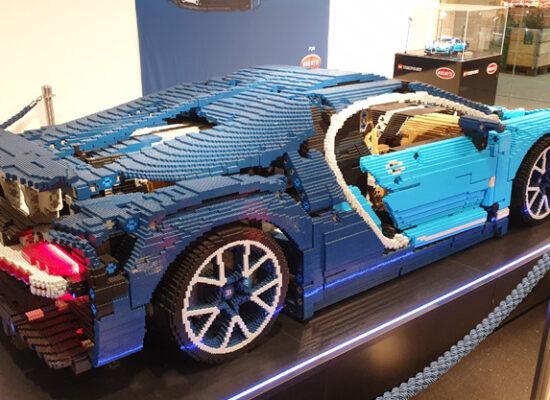 LEGO® Bugatti Modell als Nachbau im Tibarg Center ansehen