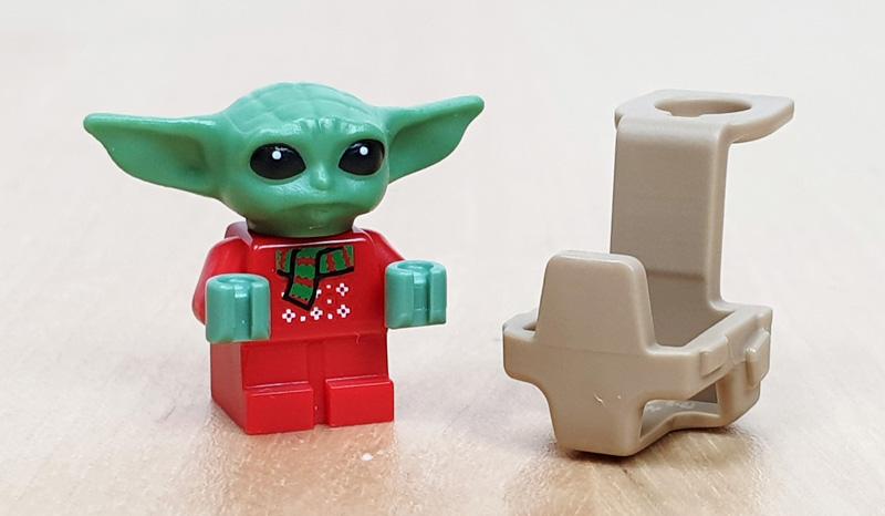 Baby Yoda im Weihnachtsoutfit