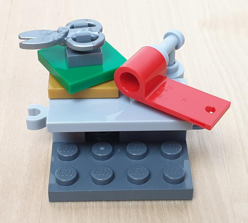 Packtisch für Geschenke und Geschenkpapierrolle Lego Marvel Adventskalender
