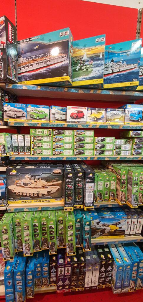 COBI-Regal im Spielzeugladen Rothgordt