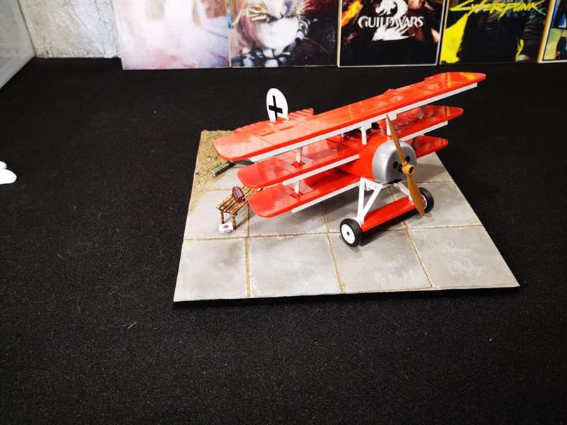 COBI Fokker Red Baron auf einem kleinen Flugplatz (2974)
