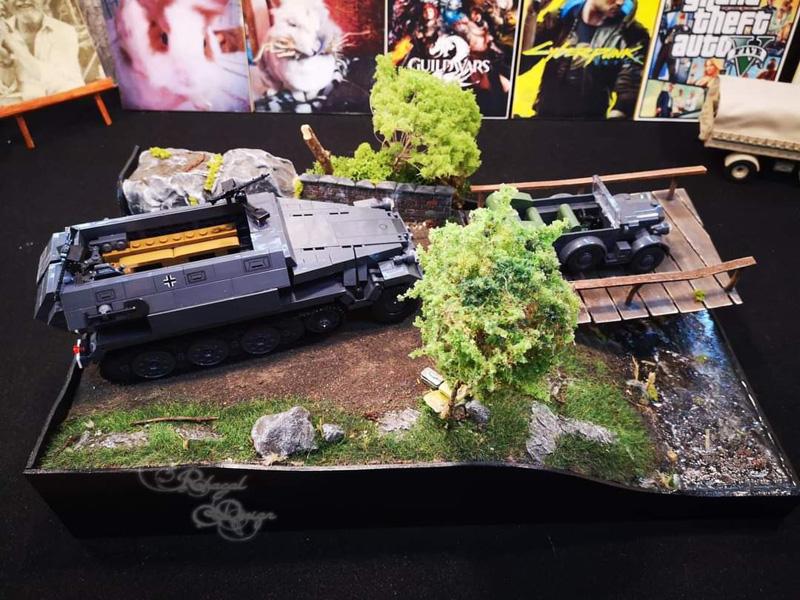 Diorama mit SD. KFZ. 251/1 (2552) und Horch 901 (2405)